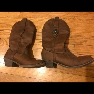 Shoes - Brown cowboy style boot size 8